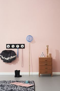 HOOKED at this girl's room? So much personal style !