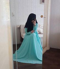 Wedding Hijab Styles, Hijab Wedding Dresses, Hijab Dress, Hijab Outfit, Modest Dresses, Muslim Women Names, Muslim Girls, Dps For Girls, Niqab Fashion