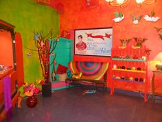 Me ha gustado mucho el colorido de la tienda. Es muy atractiva. Macarena Tienda de artesanías, Tlalpujahua | Crafts store, Tlalpujahua