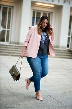 Early spring outfit ideas with jeans, Curvy Outfits, Mode Outfits, Plus Size Outfits, Casual Outfits, Fashion Outfits, Fashion Clothes, Older Women Fashion, Plus Size Fashion For Women, Curvy Girl Fashion