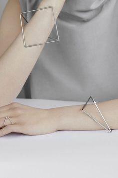 Bracelet à la mode 2019Le bracelet à la mode est devenu un accessoire indispensable à avoir dans sa boîte à bijoux! Vous pouvez décliner son style minimaliste en l'accumulant avec d'autres bracelets de la nouvelle collection pour un style chic et tendance.Succombez pour la nouvelle collection de bijoux fantaisie femme à petits prix.