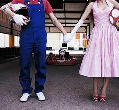ensaio pre casamento - casamento nerd- super mario kart:Noivinhos de plantão, já escolheram o tema do Ensaio Fotográfico de Casamento de vocês? Que tal fugir do convencional e apostar em algo que realmente tenha a ver com a personalidade do casal? Que tal reviver aquela paixão por games como Super Mario Kart?