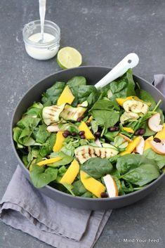 Salade met kip, gegrilde courgette en mango