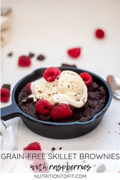 Grain-free and gluten-free skillet brownies with raspberries are a delicious and simple chocolate dessert perfect for Valentine's Day. Healthy Holiday Recipes, Healthy Meals For Kids, Best Dessert Recipes, Fruit Recipes, Healthy Baking, Baking Recipes, Real Food Recipes, Vegetarian Recipes, Easy Chocolate Desserts