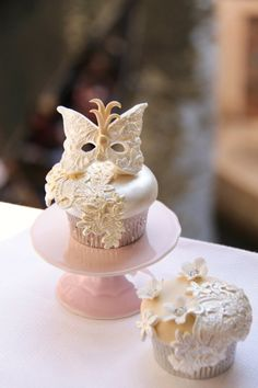 Masquerade Ball Cupcakes.. Look cute but complicated.. Or expensive!! Lol