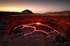 Lago de Lava em Erta Ale, na Etiópia  Leia mais em: 28 fotos da Terra que nos deixaram boquiabertos no primeiro semestre de 2014