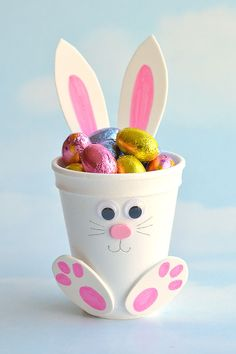 These foam cup bunnies are SO CUTE and simple! Fill them with candy, chocolate eggs, markers, or even small toys. They take less than 10 minutes to make! Easter Gifts For Kids, Easy Easter Crafts, Easy Crafts, Crafts For Kids, Easter Presents, Rabbit Crafts, Bunny Crafts, Cup Crafts, Foam Crafts