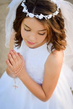 First Holy Communion Photoshoot Communion Prayer, First Communion Veils, First Communion Party, Holy Communion Dresses, First Holy Communion, Flower Girl Tutu, Flower Girls, Baptism Pictures, Communion Hairstyles