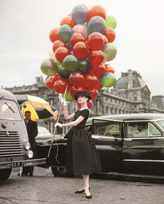 Si eres fan de Audrey Hepburn deberías tener este libro: 'Audrey: The50s'. David Wills dedica a la actriz los primeros momentos de su carrrera y algunas de sus películas más famosas como 'Vacaciones en Roma' o 'Sabrina'. No te pierdas algunas de sus imágenes, en ELLE.es - link en bio . (Img: Courtesy Independent Visions) #audreyhepburn