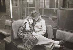 17歳でこのセンス。スタンリー・キューブリックが撮った1946年のニューヨーク地下鉄内の光景