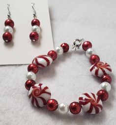 Excited to share my new Christmas jewelry collection, more to come!: Red and white Diy Christmas Earrings, Holiday Jewelry, Handmade Bracelets, Handmade Jewelry, Beaded Bracelets, Vestidos Color Vino, Candy Cane Crafts, Jewelry Design Earrings, Jewellery