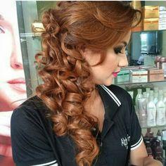 Alpha Hair #penteado #semipreso #cachos #alpha mall #alphaville gyn #hair #formatura #@alphahairgoiania #equipe @cleidina12hair #insta #estrutura #