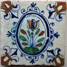 Antieke tegel met Tulp ( Zeldzame tegel )