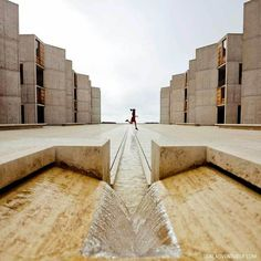 Salk Institute for Biological Studies (Best Instagram Spots in San Diego) // localadventurer.com