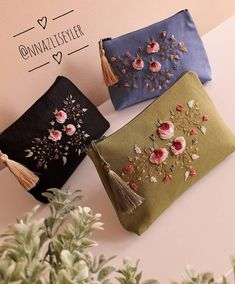 Diy Embroidery Designs, Hand Embroidery Patterns Flowers, Embroidery Bags, Crewel Embroidery, Handmade Clutch, Handmade Bags, Beginning Embroidery, Brazilian Embroidery, Creations