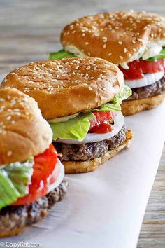 hamburgers are the best! Make a Burger King Whopper with this easy copycat recipe.Homemade hamburgers are the best! Make a Burger King Whopper with this easy copycat recipe. Copykat Recipes, Gourmet Recipes, Hamburger Recipes, Beef Recipes, Barbecue Recipes, Fondue Recipes, Make Your Own Burger, Burger King Whopper, Local Burger