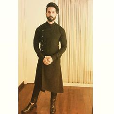 Shop shahid kapoor in black designer kurta , freeshipping all over the world , Item code Wedding Kurta For Men, Wedding Dresses Men Indian, Wedding Dress Men, Wedding Suits, Ethnic Wedding, Gents Kurta Design, Boys Kurta Design, Kurta Pajama Men, Kurta Men