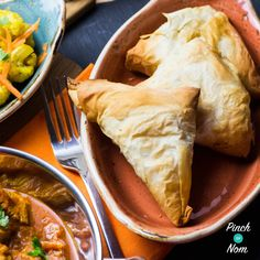 An Indian takeaway just isn't the same without those little extras. Samosas, Bhajis, Pakoras and the like. But as with most takeaways, they aren't very Slimming World friendly. So we came up with these Low Syn Samosas. Using filo pastry really reduces the Vegan Slimming World, Slimming World Dinners, Slimming World Recipes Syn Free, Slimming Eats, Samosas, Veg Samosa, Healthy Eating Recipes, Vegan Snacks, Cooking Recipes