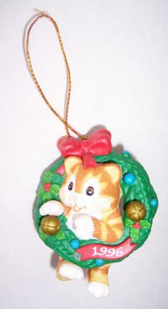 Cat Ornament 1996 Kitty In A Wreath Resin Holiday Christmas Vintage Decoration