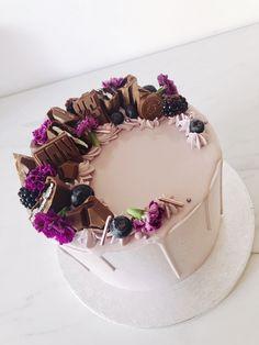 Creative Cake Decorating, Cake Decorating Videos, Cake Decorating Techniques, Creative Cakes, Birthday Cake Roses, Beautiful Birthday Cakes, Beautiful Cakes, Amazing Cakes, Eatable Flowers