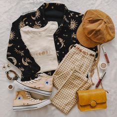 Vintage clothing is making a big comeback everywhere and people are raving about how old can be so in and new. What is it about vintage clothing that people. Cute Casual Outfits, Retro Outfits, Outfits For Teens, Vintage Outfits, Aesthetic Fashion, Aesthetic Clothes, Mode Grunge, Look Girl, Casual Street Style