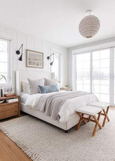 lake house bedroom. White walls, neutral bedding, warm wood floors. Wood Bedroom, Master Bedroom Design, Modern Bedroom, Bedroom Decor, Bedroom Ideas, All White Bedroom, White Rooms, White Walls, White Upholstered Bed