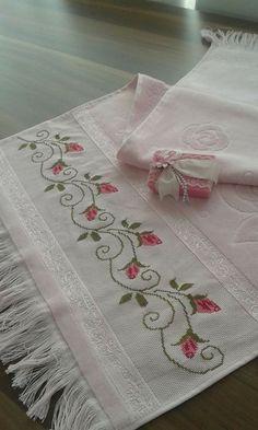 Really nice Cross-Stitch towel flower pattern. Cross Stitch Beginner, Small Cross Stitch, Beaded Cross Stitch, Cross Stitch Borders, Cross Stitch Flowers, Cross Stitch Designs, Cross Stitching, Cross Stitch Embroidery, Cross Stitch Patterns