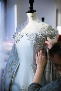 Ralph and Russo - Paris Couture Fashion Week Couture Embroidery, Couture Sewing, Couture Embellishment, Couture Details, Fashion Details, Fashion Design, Couture Mode, Couture Fashion, Fashion Glamour