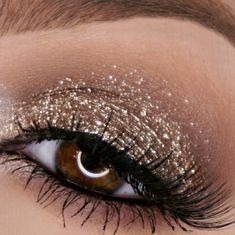 storm glitter Makeup Tutorial glitter is stila magnificent metals glitter eyeshadow and smokey stormglitter is stila magnificent metals glitter eyeshadow and smokey storm Makeup Inspo, Makeup Inspiration, Makeup Tips, Makeup Ideas, Makeup Products, Beauty Make-up, Beauty Hacks, Beauty Advice, Silvester Make Up