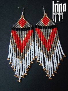 Native american style beaded earrings Seed bead earrings Red and grey bead earrings Ethnic earrings Dangle earrings Fringe earrings Folk - Beads - Accessoires Beaded Earrings Patterns, Seed Bead Earrings, Fringe Earrings, Diy Earrings, Beading Patterns, Seed Beads, Black Earrings, Hoop Earrings, Native American Fashion