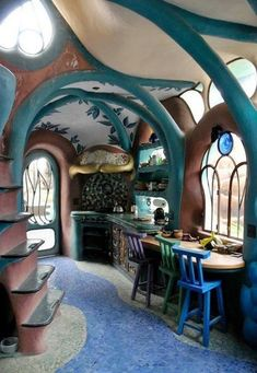 31 Tiny House Hacks To Maximize Your Space Oooh! It's a hobbit house! Probably change the colors and the floor though. The post 31 Tiny House Hacks To Maximize Your Space appeared first on Design Diy. Maison Earthship, Casa Dos Hobbits, Earth Homes, Natural Building, Tiny House Design, Design Case, Little Houses, Play Houses, Cob Houses