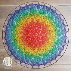 'Meu Mundo Mandala' in een ring van 1 meter - Kim Haakt Crochet Mandala Pattern, Doily Patterns, Crochet Patterns, Crochet Crafts, Crochet Yarn, Crochet Projects, Crochet Afghans, Crochet Blankets, Filet Crochet