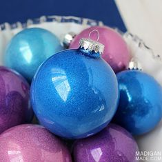 Easy DIY glitter filled ornaments - simple step-by-step tutorial.