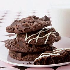 Devil's food cake mix cookies? Yes, please. #chocolate