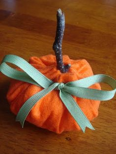 East Coast Mommy: 5 Minute Felt Pumpkin Orange felt Some cotton batting A little twig Some green ribbon Halloween Crafts For Kids, Crafts To Do, Felt Crafts, Fall Halloween, Kids Crafts, Halloween Decorations, Preschool Halloween, Halloween Snacks, Halloween Season