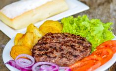 Ciabatta com Hambúrguer de Costela - http://superchefs.com.br/ciabatta-com-hamburguer-de-costela/ - #Burger, #Ciabatta, #DrCostela, #Hamburguer, #HamburguerDeCostela, #Receitas, #SimoneDomingues