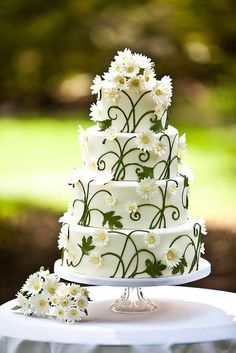 A daisy wedding cake- possibly the sweetest spring wedding cake possible! Daisy Wedding Cakes, Daisy Cakes, Beautiful Wedding Cakes, Gorgeous Cakes, Pretty Cakes, Cute Cakes, Amazing Cakes, Flower Cakes, Wedding Collage