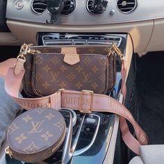 Accessoires Louis Vuitton, Pochette Louis Vuitton, Louis Vuitton Handbags, Louis Vuitton Satchel, Luxury Purses, Luxury Bags, Dior Handbags, Purses And Handbags, Replica Handbags