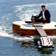 Ist das eine coole Gitarre, oder doch ein Boot?