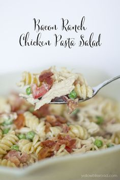 Bacon Ranch Chicken Pasta Salad - The perfect summer lunch or dinner! Pasta Recipes, Chicken Recipes, Cooking Recipes, Tilapia Recipes, Yummy Recipes, Sauces, Chicken Bacon Ranch, Lemon Chicken, Sandwiches