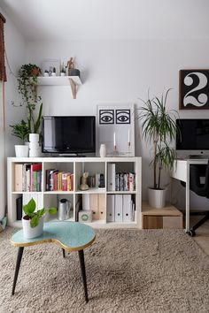 Two Designers Share a Teeny Tiny Scandi-Inspired Barcelona Flat: gallery image 13 Living Pequeños, Home And Living, Living Room Decor, Ikea Bedroom Furniture, Metal Shelving Units, Shelves, Storage Shelving, Kallax Shelf Unit, Decor Scandinavian