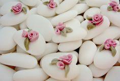 Confetti con rose. Confetti with roses. Handmade cake design.