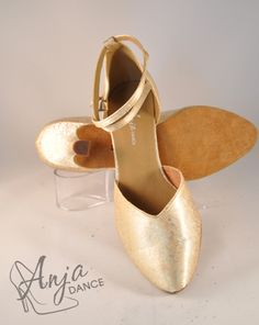 Varieyt of heel heights available. Sizes from EU to EU Other sizes available to order. Available in other colours. For current prices and to order visit the website. Wedding Shoes Bride, Ivory Wedding, Wedding Dress, Pretty Shoes, Toe Shoes, Something Blue, Gold Gold, Absolutely Stunning, Groom