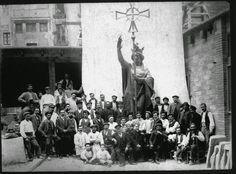 De heilige Helena in 1910 voor haar tocht naar de top van de kathedraal.  http://bit.ly/1G1T4KC