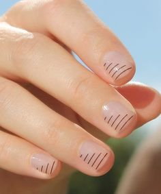 Have you heard of the idea of minimalist nail art designs? These nail designs are simple and beautiful. You need to make an art on your finger, whether it's simple or fancy nail art, it looks good. Of course, you may have seen many simple and beaut Love Nails, How To Do Nails, Fun Nails, Pretty Nails, Color Nails, Gradient Nails, Holographic Nails, Matte Nails, Stiletto Nails
