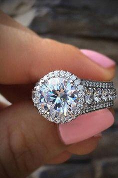 Flawless #diamondring #diamonds #engagementrings #trophywife