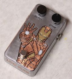 DIY guitar effect pedal with an Iron Man design (Distortion+ clone). Entirely engraved by hand. Now it's time to get it some light. The next pedal will have an Evil Queen design. Prs Guitar, Guitar Rig, Cigar Box Guitar, Music Guitar, Guitar Effects Pedals, Guitar Pedals, Diy Guitar Pedal, Pedalboard, Vintage Guitars
