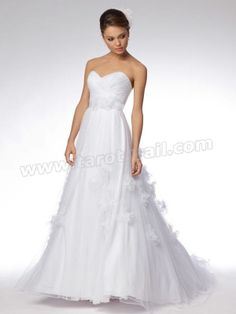 Angel-Like Sweetheart Floral Gown of Back Train