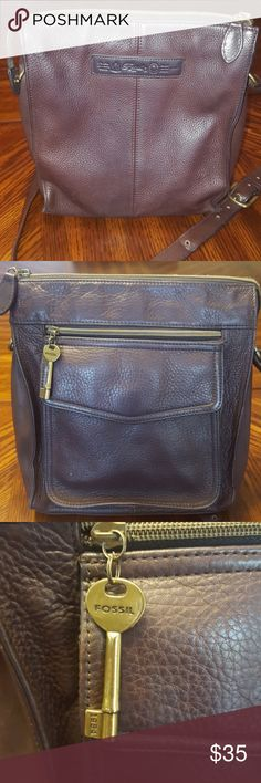 """Fossil dark brown leather crossbody purse Great preowned condition! Measurements are approximate  9 3/4"""" wide 11"""" tall Has adjustable strap. Fossil Bags Crossbody Bags"""