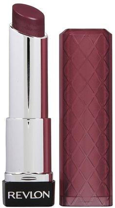 Auberginefarbiger Lippenstift harmoniert perfekt mit dem Herbstfarbtyp